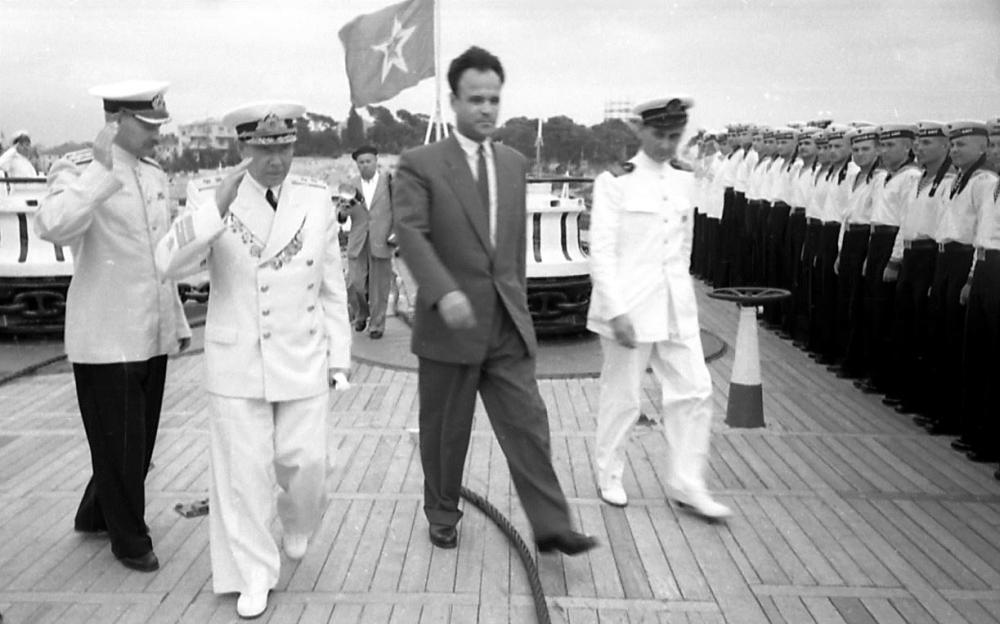 1 летняя служебная выходная форма одежды матросов 2 летняя праздничная форма офицеров военного флота 3